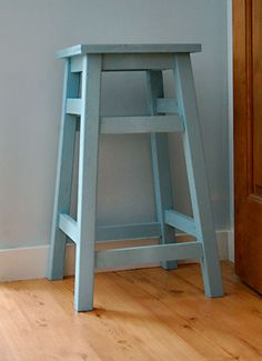 DIY Creative Stools • Tons of Ideas & Tutorials! Including from 'ana white', see the complete plans for this simple, sturdy, basic stool.