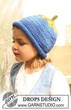 """BabyDROPS 10-26 - Heidelbeere- oder Erdbeermütze, Pulli und Fingerhandschuhe in """"Karisma Superwash"""" - Free pattern by DROPS Design"""