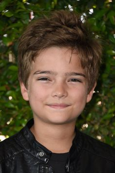 16 Key People (Plus 1 Band) Who Are Confirmed For Fuller House Season 2 Elias Harger as Max Fuller Max Fuller House, Fuller House Season 2, Fuller House Cast, Young Cute Boys, Cute Kids, Full House Tv Show, House Seasons, Teen Boys, Baby Pictures