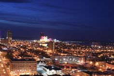Google Image Result for http://upload.wikimedia.org/wikipedia/commons/e/ef/Atlantic_City_NJ_night.jpg