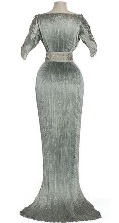 """Delphos"" Dress, Mario Fortuny, Venise: ca. 1905-1907, pleated silk pongee, Murano glass."
