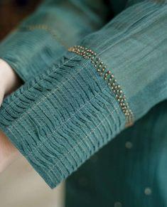 Zardozi Embroidery, Embroidery On Kurtis, Kurti Embroidery Design, Embroidery Suits, Sleeves Designs For Dresses, Dress Neck Designs, Sleeve Designs, Simple Kurti Designs, Kurta Designs Women