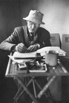 inneroptics: Henri Cartier-Bresson- Pierre BONNARD at his home. Artist Life, Artist Art, Artist At Work, Henri Cartier Bresson, Pierre Bonnard, Famous Artists, Great Artists, Paul Gauguin, Edouard Vuillard