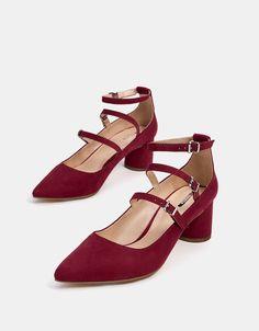 Sapato de tacão médio com pulseiras. Descubra esta e muitas outras roupas na Bershka com novos artigos cada semana