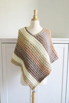 This free crochet poncho pattern for women comes in sizes small to plus sizes. Made from simple rectangle shapes, this poncho tutorial is quick and easy enough for beginners. Crochet Boots Pattern, Poncho Au Crochet, Crochet Baby Hat Patterns, Crochet Shirt, Crochet Baby Hats, Crochet Clothes, Free Crochet, Crochet Edgings, Shawl Patterns