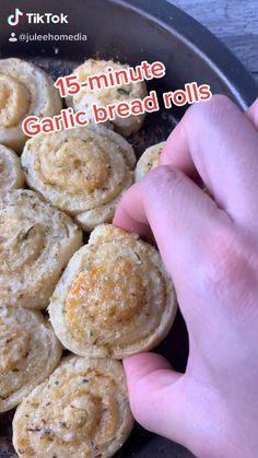 Fun Baking Recipes, Cooking Recipes, Bread Rolls, Garlic Bread, Easy Snacks, Food Cravings, Food Videos, Food To Make, Food Porn