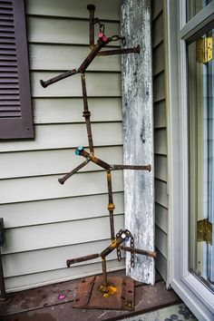 Optimistic closed welding metal art projects their explanation Railroad Spikes Crafts, Railroad Spike Art, Railroad Ties, Welding Crafts, Welding Projects, Welding Ideas, Metal Welding, Welding Art, Welding Tools