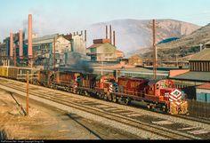 Net Photo: LV 407 Lehigh Valley Alco at Palmerton, Pennsylvania by Doug Lilly Bethlehem Steel, Perth Amboy, Lehigh Valley, Diesel Locomotive, The Good Old Days, Pennsylvania, Transportation, Journey, Building