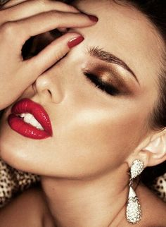 Bronze smokey eye with red lips. I love this look way too much!