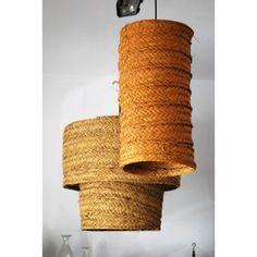 Lámpara alargada esparto Recycled Lamp, Les Artisans, Rural House, Café Bar, Lamp Shades, Recycling, Towel, Basket, Diy Crafts