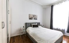 The room is facing a calm internal private court, has double curtains and window shutter. You will sleep resting nights in silence and dark.  A private shower room is accessible form the bedroom to preserve privacy even when guests or kids are in the apartment.  http://www.it.halldis.com/property/square-petrelle-80553#dateFrom=01032016&dateTo=06032016