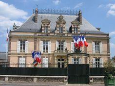 Dreux - The town hall - Eure-et-Loir dept. - Centre région, France       ..commons.wikimedia.org