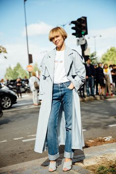 Street Style : powder blue trench worn back with white tee & cuffed denim jeans || Saved by Gabby Fincham ||