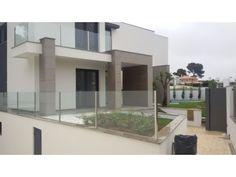 Deslumbrante #moradia isolada a estrear, com 7 assoalhadas, em Birre, Cascais. Jardim e piscina privativa, barbecue e garagem com 90 m2.