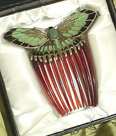 This is absolutely Rose's hair comb from 'Titanic'... I have no shame in loving this.