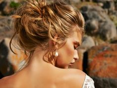 This loose up do looks like the bride just stepped out of the ocean with that perfect beach hair