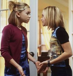All the style lessons we learned from Mary-Kate and Ashley in Switching Goals Ashley Mary Kate Olsen, Ashley Olsen, 2000s Hairstyles, Trendy Hairstyles, Fashion Tv, 2000s Fashion, Ashley Movie, 90s Grunge Hair, Olsen Twins Style