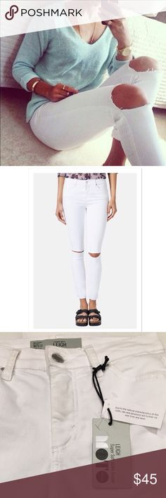 "Topshop Moto White Skinnies BNWT. 30"" inseam. Because the jeans are white, the color is slightly un-pure from handling. Priced accordingly. Topshop Jeans Skinny"