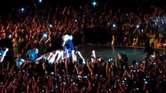 OH NO! Beyonce Pulled Off Stage By Crazed Fan (VIDEO) | Global Grind #beyonce #wow #fan