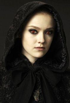 "Jane ""Dakota Fanning"" The Twilight Saga: New Moon Edward Cullen, Bella Et Edward, Vampire Twilight, Twilight New Moon, Twilight Movie, Vampire Art, Georgia, Twilight Saga Series, Female Villains"