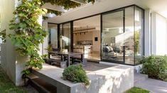 Madeleine + Jeremy Grummet + Family - The Design Files Australian Architecture, Australian Homes, Australian Beach, Architecture Awards, Residential Architecture, Most Beautiful Gardens, Beautiful Homes, The Design Files, Blog Design