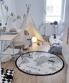 How lovely is this kid's room by @monteliushome 👌🏻 The popular OYOY The World rug is available in our online store 💫 . #kidsroom #kidsroomdecor #nordichome #nordicinspiration