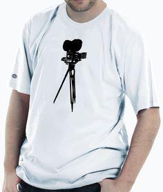 Camiseta estampada com uma câmera.
