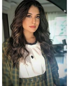 Image may contain: 1 person, standing and closeup Kritika Kamra, Beauty Queens, Indian Beauty, Close Up, Actresses, Long Hair Styles, Stylish, Pretty, Image