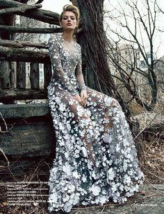 L'Officiel Azerbaijan December 2016 Bregje Heinen by Élio Nogueira - Fashion Editorials