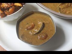 Spicy and flavourful kathirikai milagu kuzhambu which taste great with hot rice. Brinjal pepper kuzhambu is very easy to make as well. Easy Veg Recipes, Indian Food Recipes, Vegetarian Recipes, Ethnic Recipes, Tamarind, Spicy, Roast, Curry, Stuffed Peppers