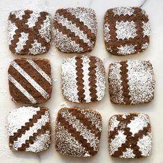 @kitchenhealssoul Chocolate Marshmallows, Gingerbread Cookies, Sugar, Instagram Posts, Desserts, Food, Gingerbread Cupcakes, Tailgate Desserts, Deserts