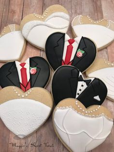 41 Ideas Bridal Shower Cookies Favors Royal Icing For 2019 Fancy Cookies, Valentine Cookies, Cute Cookies, Wedding Dress Cookies, Wedding Shower Cookies, Bridal Shower, Cookie Wedding Favors, Wedding Desserts, Decorated Wedding Cookies