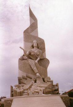 Monumento a los Caidos en Malvinas en Quequén, Necochea. Es un monumento que emociona y más aún si hemos vivido esa época dolorosa de nuestra historia. Buenos Aires, Argentina