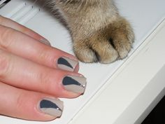 Lassan, de biztosan: körömlakk Nails, Beauty, Finger Nails, Ongles, Beauty Illustration, Nail, Nail Manicure