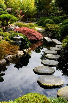 Viajar a Japón garten Jardin Japonais : 30 idées pour créer un jardin zen Japonais Zen Garden Design, Japanese Garden Design, Landscape Design, Japanese Gardens, Japanese Style, Japanese Garden Backyard, Koi Pond Design, Asian Landscape, Japanese Landscape