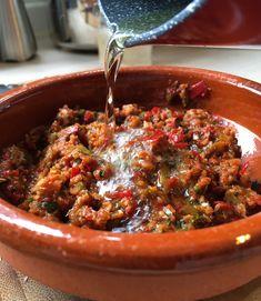 Sambal Oel - Sambal Recipe with Lemongrass - PisangSusu.com Grilled Fish Recipes, Tilapia Recipes, Grilled Salmon, Sambal Sauce, Sambal Recipe, Orange Recipes, Asian Recipes, Ethnic Recipes, Indonesian Food