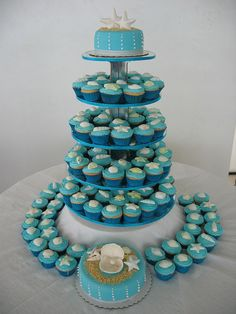 wedding cakes with cupcakes beach - weddingcake Beach Wedding Cupcakes, Beach Theme Cupcakes, Beach Themed Cakes, Beach Cakes, Beach Wedding Reception, Wedding Cakes With Cupcakes, Themed Cupcakes, Cupcake Cakes, Teal Cupcakes