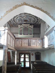 #Empore mit #Orgel in der #Wehr-#Kirche in Höfgen bei #Grimma. Umlaufend Holzvertäfelung mit #Bildern verschiedener #Bibel-#Geschichten.  Schlichte #Eleganz, die die #Kirche ausstrahlt.