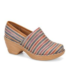 Admired for style and cushioned comfort, this clog brightens up casual attire. It features Softspots' patented Pillowtop™ footbed that molds to the contours of the foot to evenly distribute weight and reduce stress on pressure points.