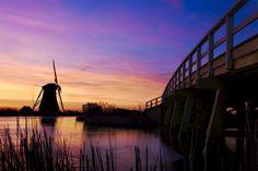 De 2e molen aan de molenkade in Groot Ammers, net voor een hele kleurrijke zonsopkomst.