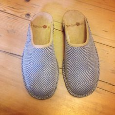 Shoes in our pattern Rutig Strandråg, Made in Sweden. Available in our webshop www.vaxbolin.se