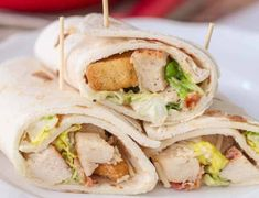 Chicken Caesar Wraps - Chicken Caesar recipes have always been my favorite! The combo of chicken, caesar dressing, croutons and Parmesan cheese is so delicious Chicken Caesar Recipe, Chicken Caesar Wrap, Skinny Chicken Parmesan, Chicken Parmesan Recipes, Healthy Dishes, Good Healthy Recipes, Roasted Vegetable Pasta, Salad Dishes, Wrap Recipes