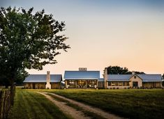 Tour an absolutely stunning farmhouse renovation in Texas countryside Farmhouse Renovation, Farmhouse Interior, Farmhouse Design, Fresh Farmhouse, Farmhouse Style, Rustic Barn, Modern Rustic, Family Getaways, Visual Comfort