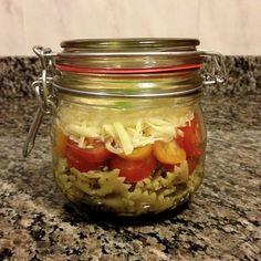 Salada de Farfalle ao Pesto com Tomate Cereja e Provolone