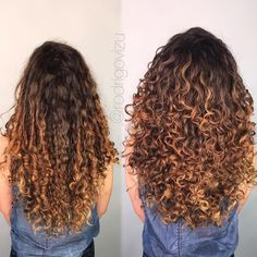 Foto comparativa de um cabelo cacheado na altura da cintura antes e depois de co… Comparative photo of a waist-length curly hair before and after a haircut, before without definition and volume, then with volume and definition Layered Curly Haircuts, Long Layered Curly Hair, Thin Curly Hair, Curly Hair Styles, Colored Curly Hair, Haircuts For Curly Hair, Curly Hair Care, Long Hair Cuts, Curly Hair Layers