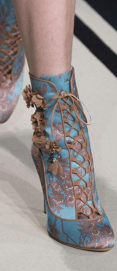 Barroco Dr Shoes, Crazy Shoes, Me Too Shoes, Shoes Heels, Pretty Shoes, Beautiful Shoes, Cute Shoes, Unique Shoes, Elf Kostüm