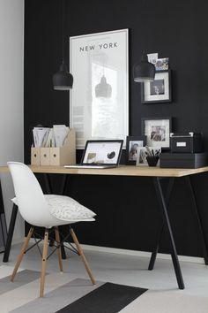 schwarze Wandfarbe, elegante Homeiffice Einrichtungsideen