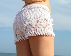 Crochet pattern white beach shorts and shorts color of summer