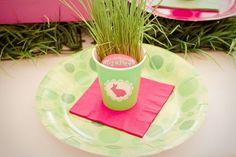 Tischdeko mit ostergras-Ideen grün-Teller Geschirr-Ostern