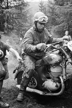 Vintage Motorcycles, Custom Motorcycles, Cars And Motorcycles, Old Bikes, Dirt Bikes, Enduro Motorcycle, Motorcycle Jackets, Moto Cafe, Off Road Racing